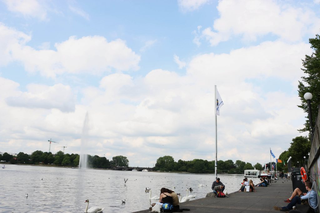 There are many places around the Alster where you can sit down to relax