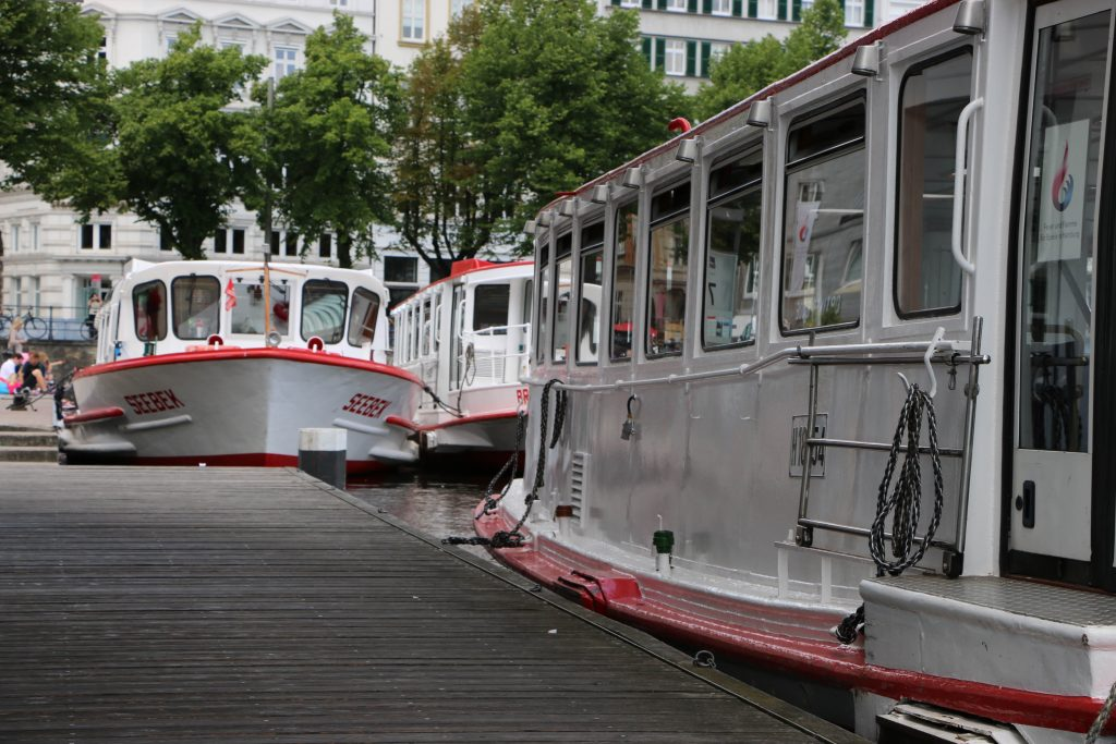 You can find these boats directly at the Jungfernstieg.