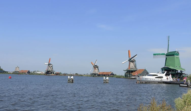 From the Zaans you can eventually see the big panorama with the windmills. In summer, the pier (with the yacht in this picture) is a good place to get a refreshment in the river.